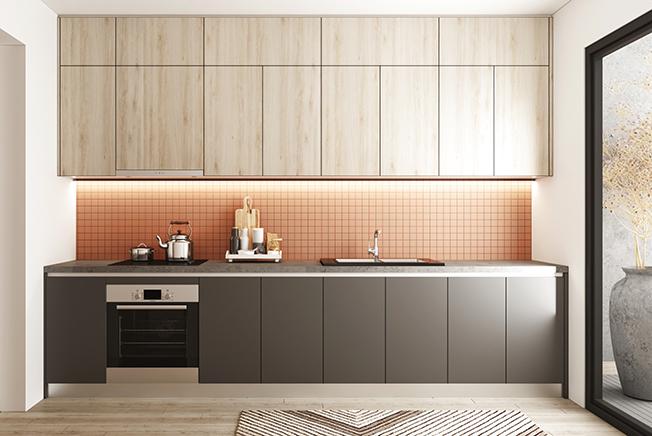 Sẽ khá thú vị nếu bạn lựa chọn tủ bếp chữ I lõi MDF chống ẩm phủ Melamine màu nâu vân gỗ sáng - xám phối với màu hồng cam nhạt của gạch mosaic ốp tường cho căn bếp 6m2 của mình