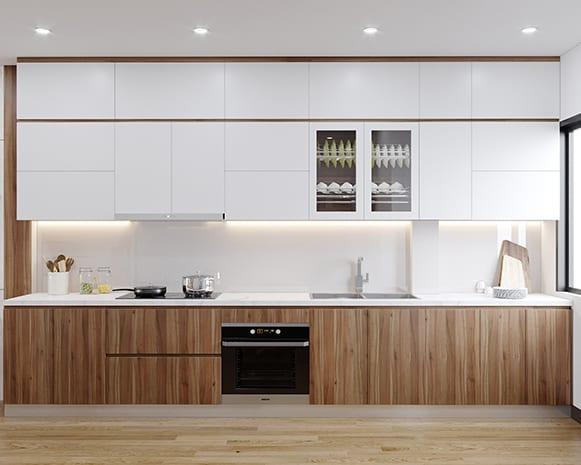 Thiết kế tủ bếp kịch trần kết hợp với tông màu trắng - nâu vân gỗ giúp tăng không gian lưu trữ và tạo cảm giác sáng, thoáng, ấm áp cho căn bếp 5m2