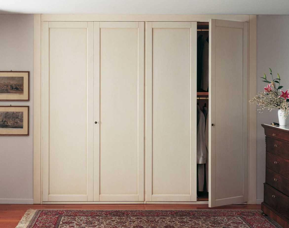 Mẫu tủ quần áo âm tường mang phong cách tối giản này, phù hợp với nhiều kiểu không gian nội thất. Màu sắc tươi sáng của tủ quần áo sẽ góp phần cho không gian thêm rộng rãi, thoáng đãng.