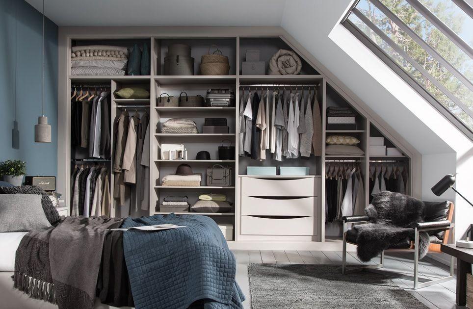 Mẫu tủ quần áo âm tường không cánh phù hợp với phong cách nhà hiện đại hoặc những căn phòng mang hơi hướng nghệ thuật.