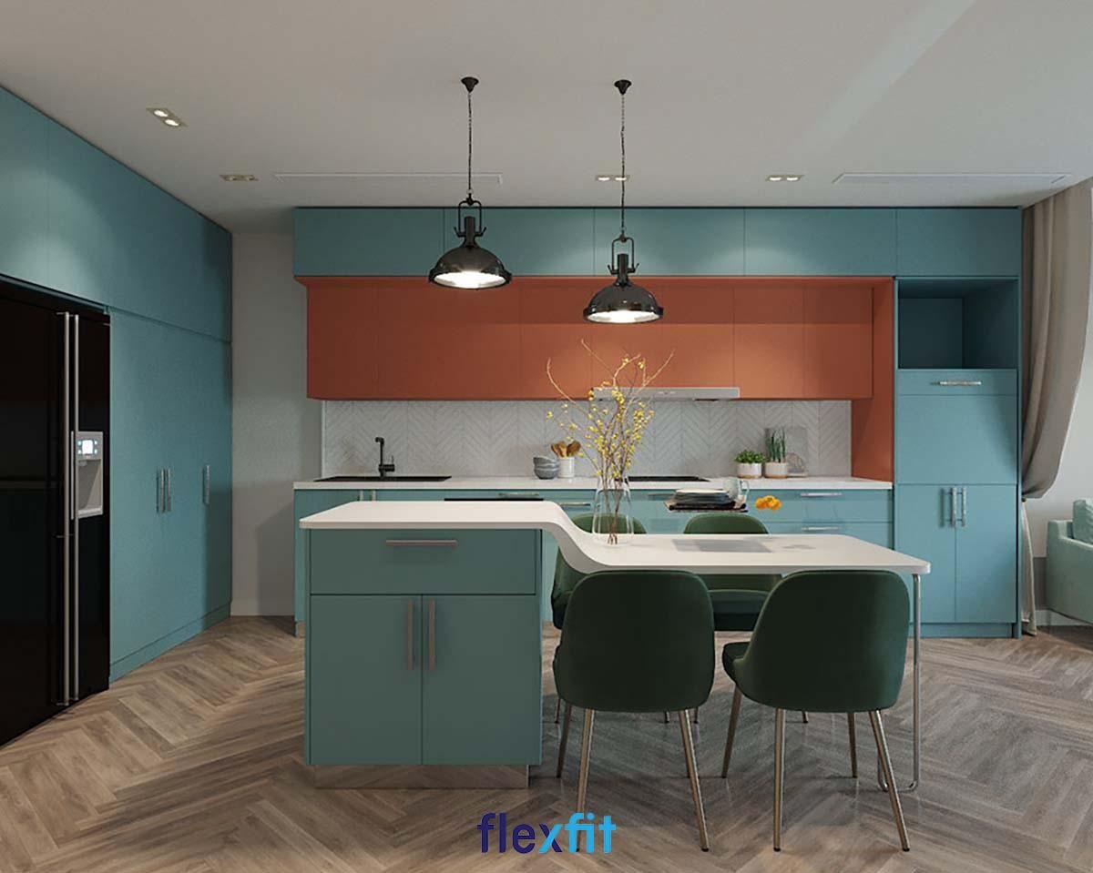 Mẫu tủ bếp này phối kết hợp ba gam màu là: xanh ngọc, cam đất và trắng hiện đại, trẻ trung. Sản phẩm sẽ phù hợp với các gia đình trẻ, yêu thích nét phá cách cho không gian gia đình.