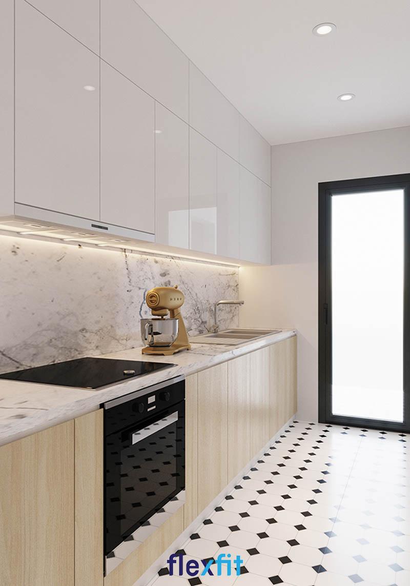 Tông màu trắng chủ đạo sẽ khiến cho không gian bếp hẹp trở nên thoáng đãng mà vẫn đảm bảo được vẻ đẹp sang trọng, tinh tế