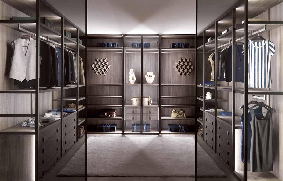 Tủ quần áo chữ U lớn trưng bày nhiều quần áo