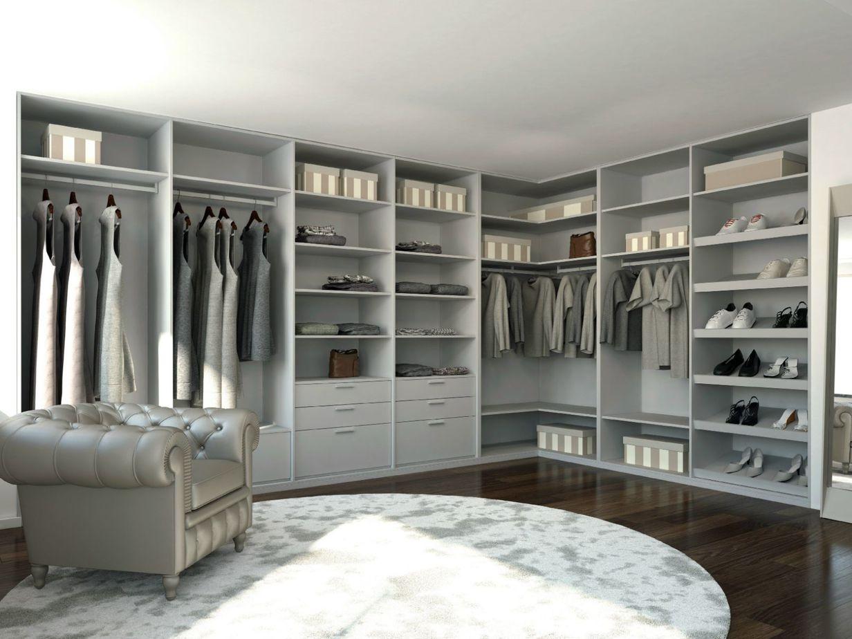 Tủ quần áo chữ L có gam màu trắng nổi bật, giúp tăng lên vẻ thời thượng, sang trọng cho căn phòng.