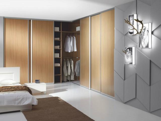 Tủ quần áo chữ L âm tường vừa giúp tiết kiệm không gian sống, vừa mang lại vẻ đẹp sang trọng, cuốn hút cho phòng ngủ.