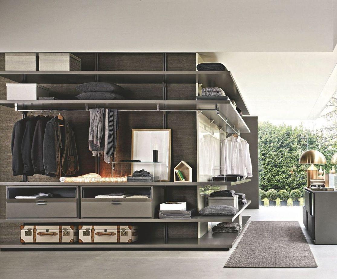Tủ quần áo chữ L được cố định trực tiếp vào tường với màu ghi sang trọng mang lại sự tinh tế và vô cùng hiện đại.