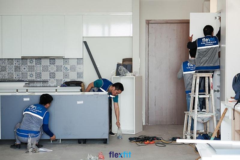 Thi công tủ bếp Acrylic trực tiếp giảm chi phí cho khách hàng