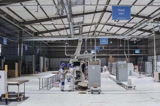 Nhà máy được trang bị máy móc hiện đại, quản lý bằng phần mềm có thể sản xuất với số lượng lớn trong thời gian ngắn
