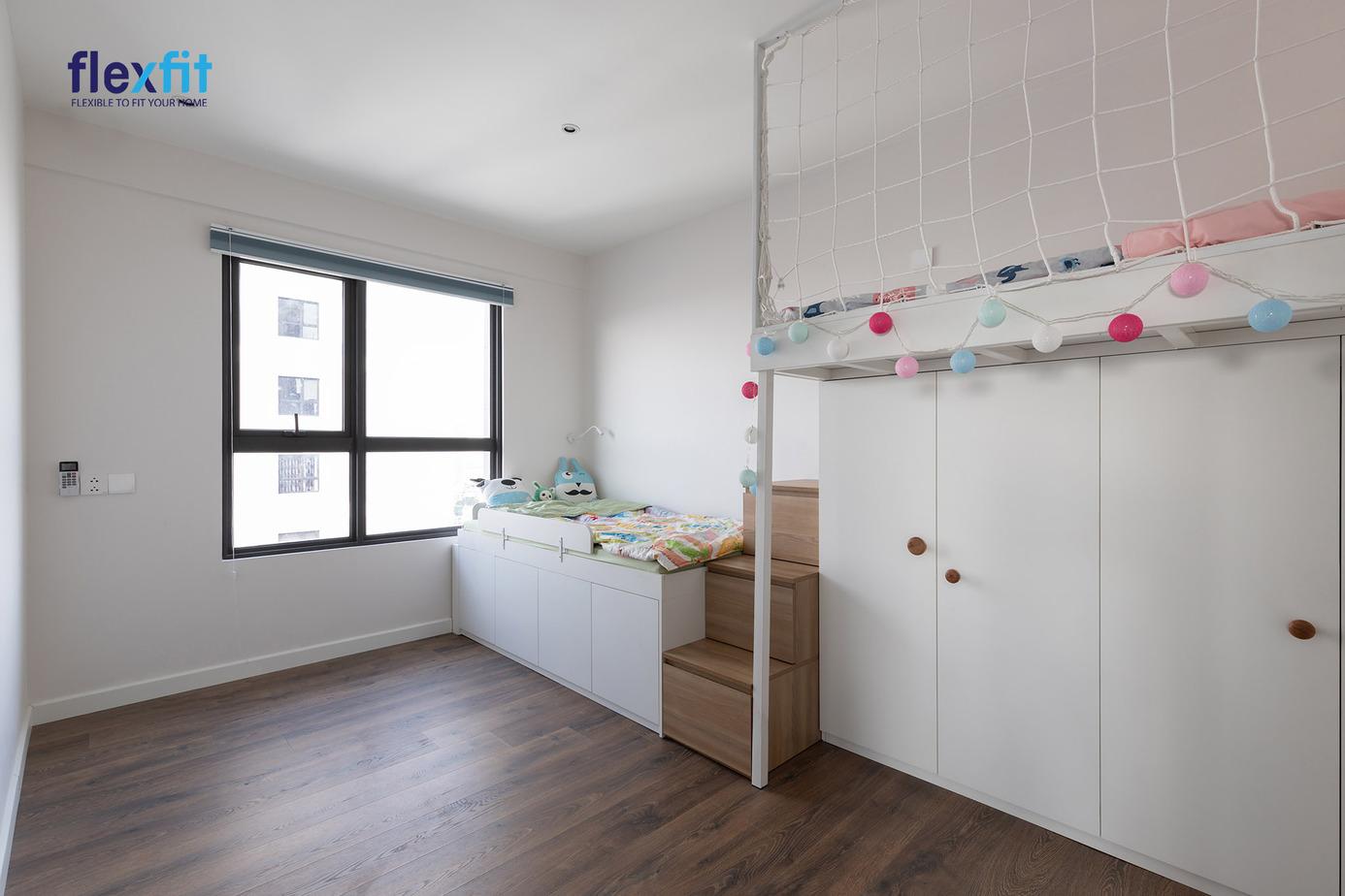 Mẫu giường tầng này được thiết kế lưới chắn chắc chắn nhưng không quá cứng nhắc giúp giường ngủ trở nên hiện đại, tinh tế hơn.