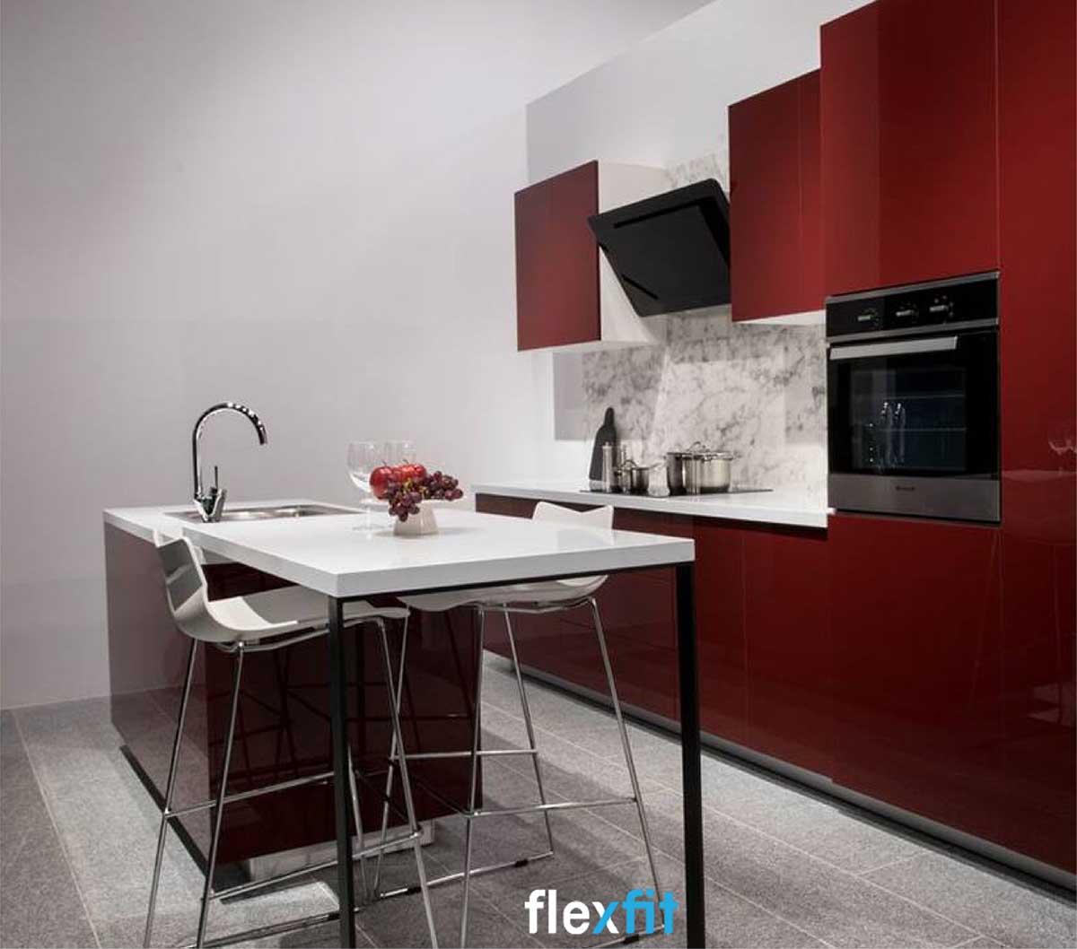 Tủ bếp màu đỏ rượu vang pha trắng độc đáo lõi gỗ MDF