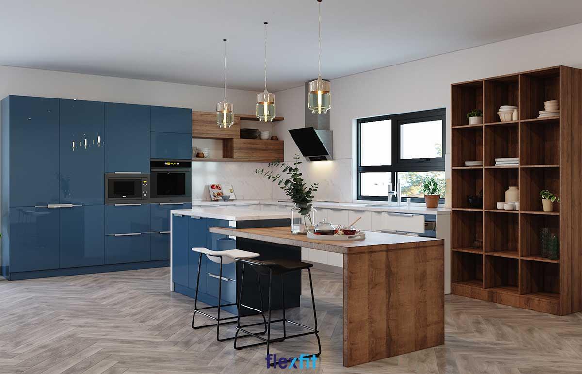 Tủ bếp chữ L phủ Acrylic màu xanh dương cùng nâu vân gỗ