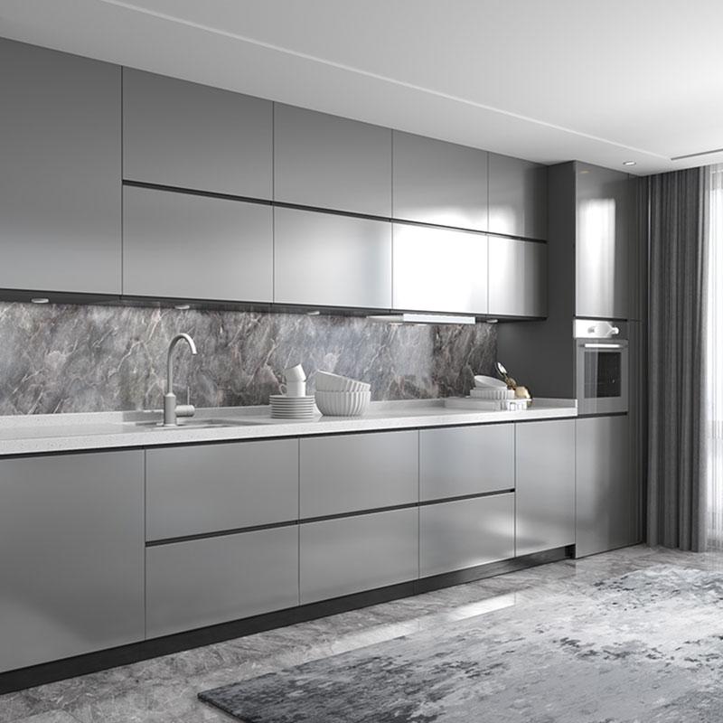 Tủ bếp âm tường đồng bộ màu sắc với không gian chung tông màu xám cho căn bếp toát lên vẻ hiện đại, sang trọng. Chất liệu tủ làm bằng gỗ MDF phủ Melamine lõi xanh chống nước, chống ẩm tốt.
