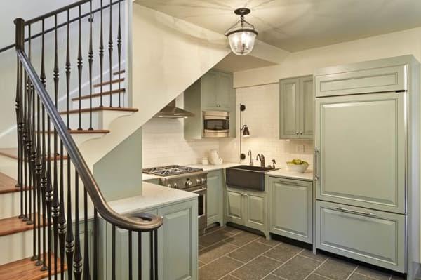 Bất ngờ với gian bếp tiện nghi, đẹp mắt ngay chân gầm cầu thang