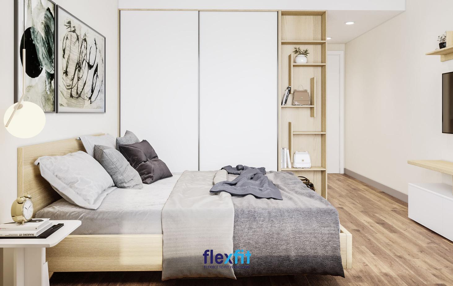 Được bố trí thêm kệ sách, cùng thiết kế kịch trần tủ quần áo 2 buồng 1m8 này mang lại sự năng động, hiện đại cho không gian phòng ngủ.
