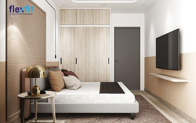 Mẫu tủ 3 cánh lùa này có thiết kế cao kịch trần giúp tăng tối đa không gian lưu trữ. Tủ có màu vân gỗ sáng kết hợp hài hoà với nội thất tạo cảm giác ấm áp cho không gian phòng ngủ.
