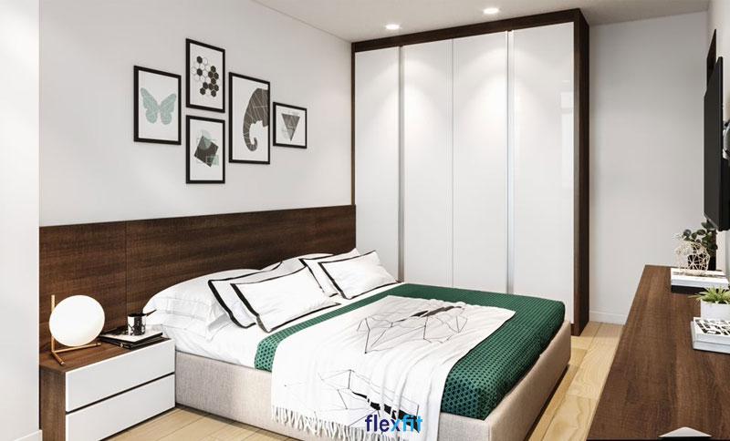Với những phòng ngủ có diện tích rộng thì mẫu tủ quần áo 4 cánh 3m này là sự lựa chọn hoàn hảo. Tủ có thiết kế kịch trần giúp bạn và gia đình thoải mái lưu trữ đồ đạc. Sự kết hợp tinh tế giữa màu vân gỗ trầm và trắng tôn thêm vẻ sang trọng, hiện đại cho phòng ngủ.
