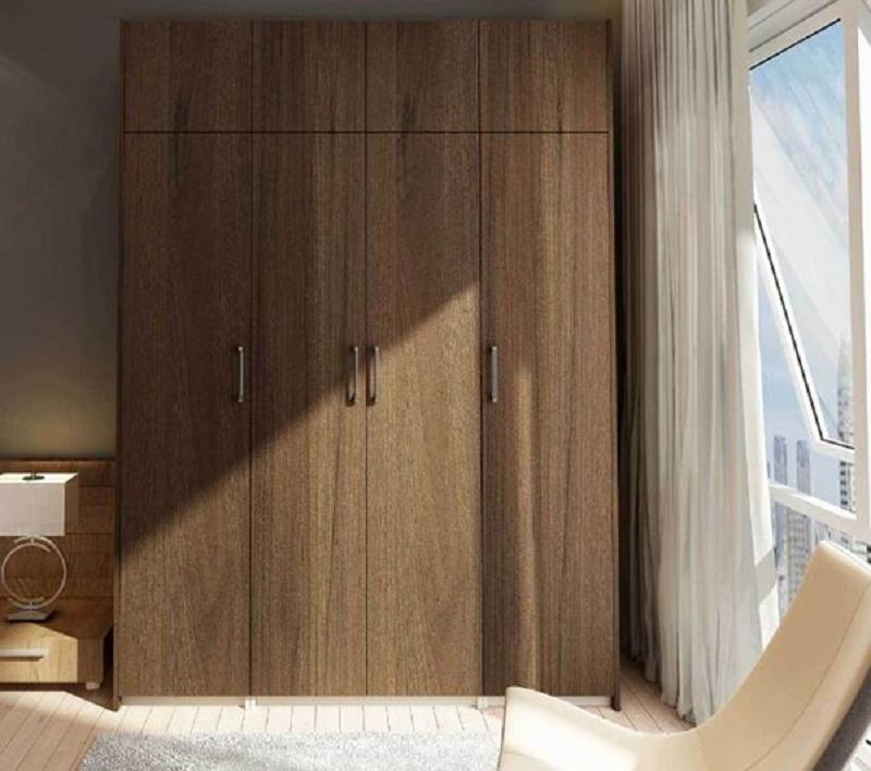 Tủ quần áo 4 buồng gỗ xoan đào mang lại vẻ đẹp trầm ấm cho căn phòng nhờ màu gỗ sẫm cùng những đường vân tự nhiên dài đẹp mắt.