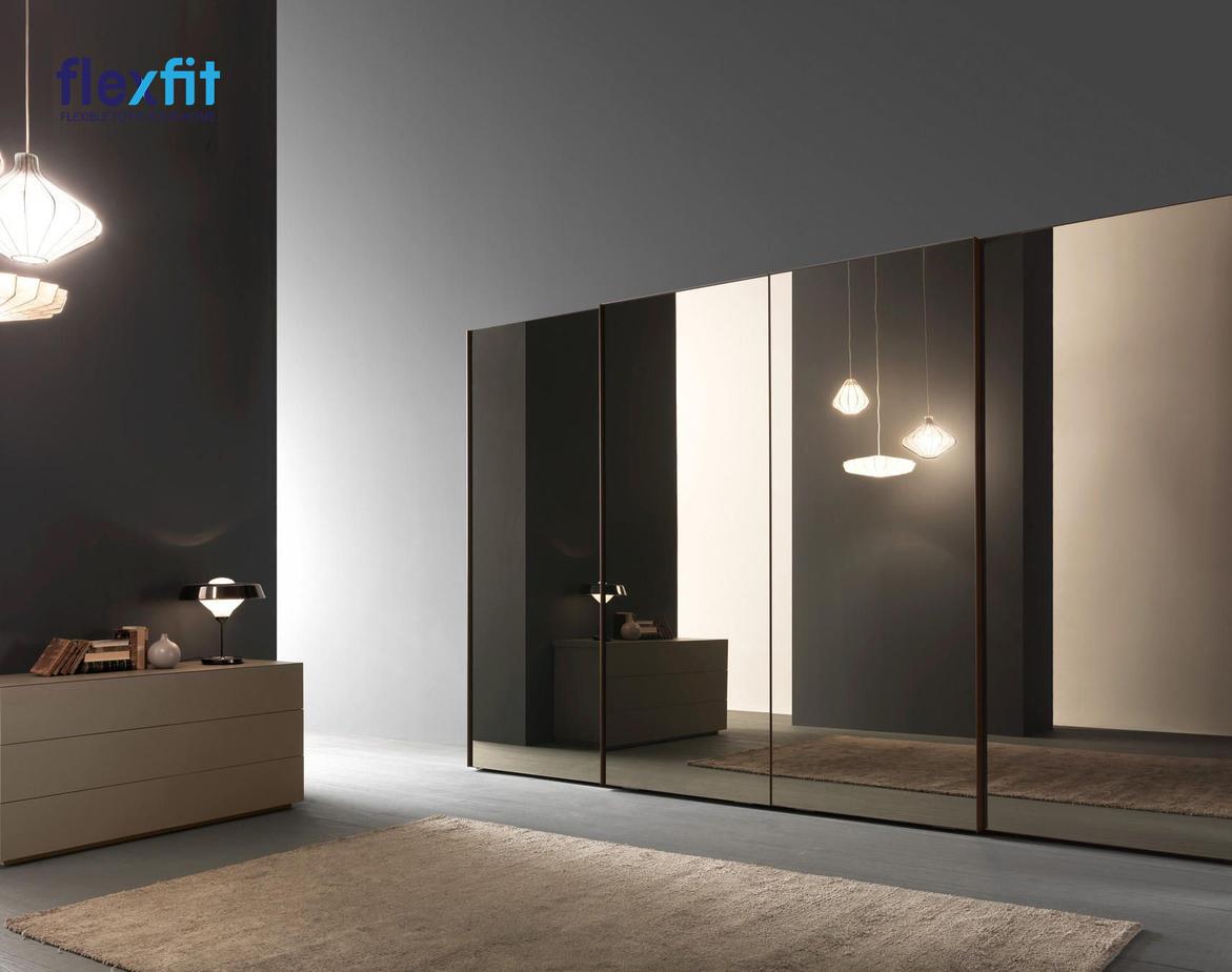 Mẫu tủ quần áo mặt gương mang lại cảm giác ấn tượng về thị giác. Thiết kế tủ quần áo này cực kỳ sang trọng và hiện đại, phù hợp với không gian nội thất.