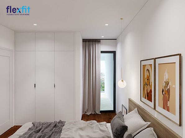Mẫu tủ áo 3 cánh này sử dụng chất liệu lõi MDF chống ẩm phủ Laminate đảm bảo độ bền và cả thẩm mỹ. Tủ sử dụng tông trắng toàn bộ đồng màu với sơn nội thất mang lại vẻ đẹp đồng bộ cho căn phòng.