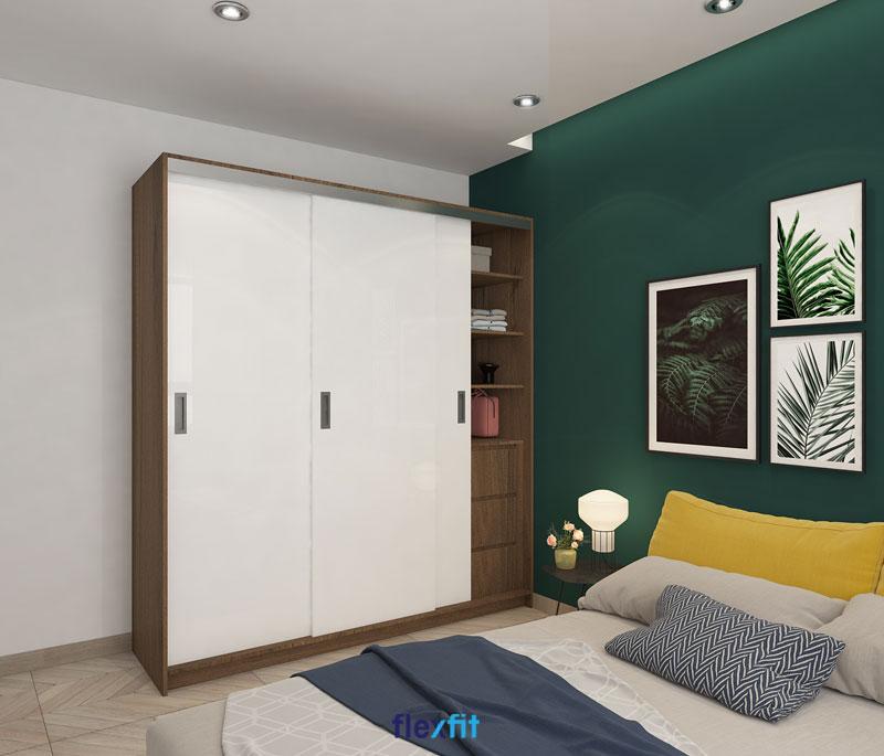 Nhấn chút sắc nâu vân gỗ sáng trên tông nền trắng thanh nhã giúp cho chiếc tủ quần áo cửa lùa 3 cánh 3m lõi MDF phủ Melamine ấn tượng hơn