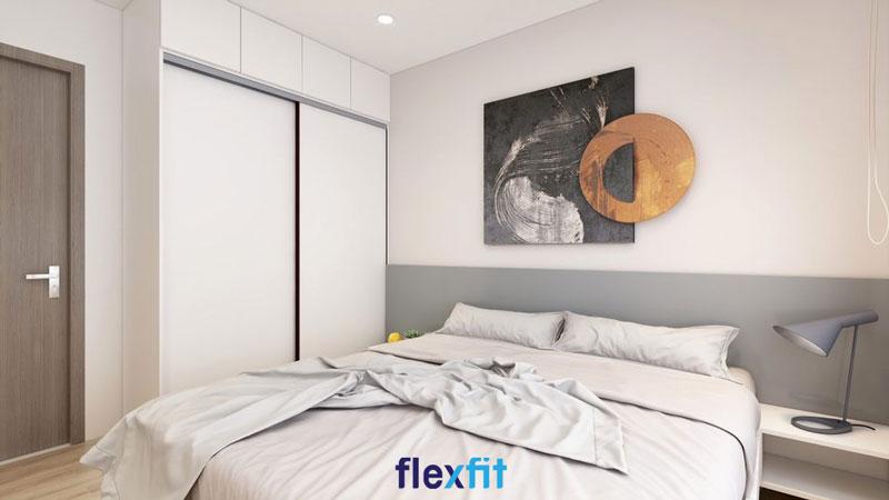 Thiết kế thêm các ô lưu trữ kịch trần giúp tăng thêm không gian sử dụng cho tủ quần áo 2 cánh lùa 3m màu trắng thanh lịch.