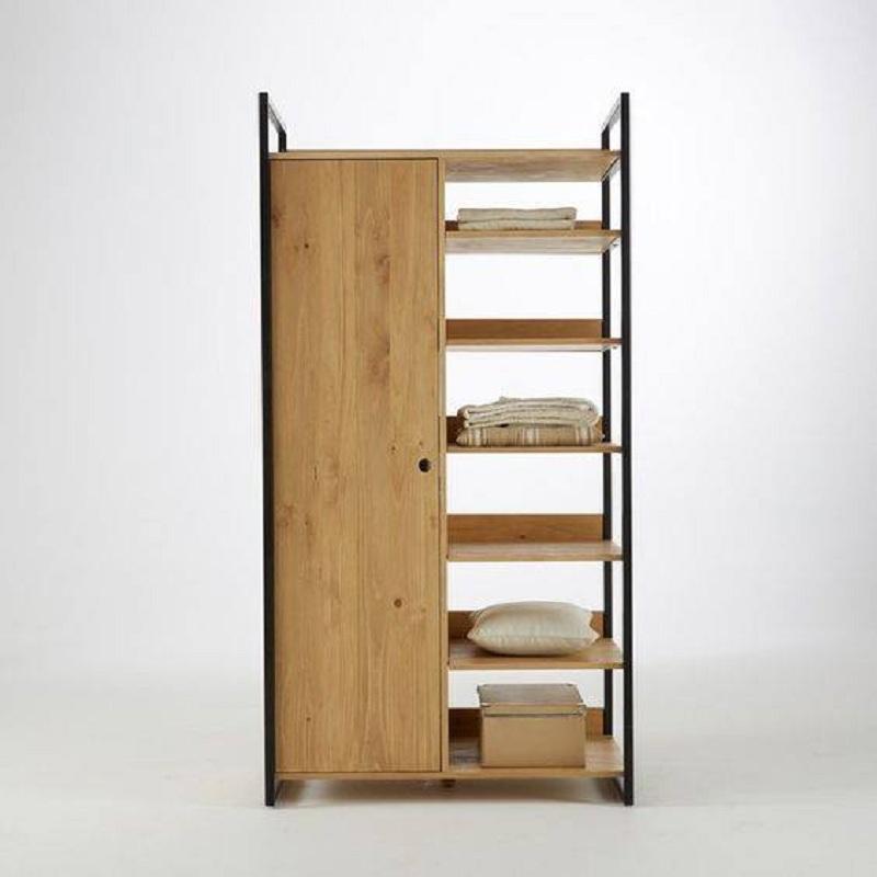 Tủ quần áo 1 cánh khung sắt liền kệ trống nhiều thanh ngăn giúp người dùng tiện lợi để các đồ đạc hay sử dụng (chăn, gối,...) hoặc đặt các vật trang trí.