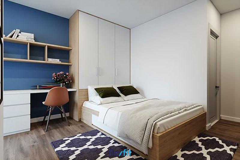 Một trong những mẫu tủ vừa tiết kiệm diện tích vừa đảm bảo tính thẩm mỹ cao không thể không kể đến mẫu tủ kịch trần này. Tủ có màu gỗ sáng sang trọng cùng tông trắng thanh lịch đồng bộ với màu giường ngủ.