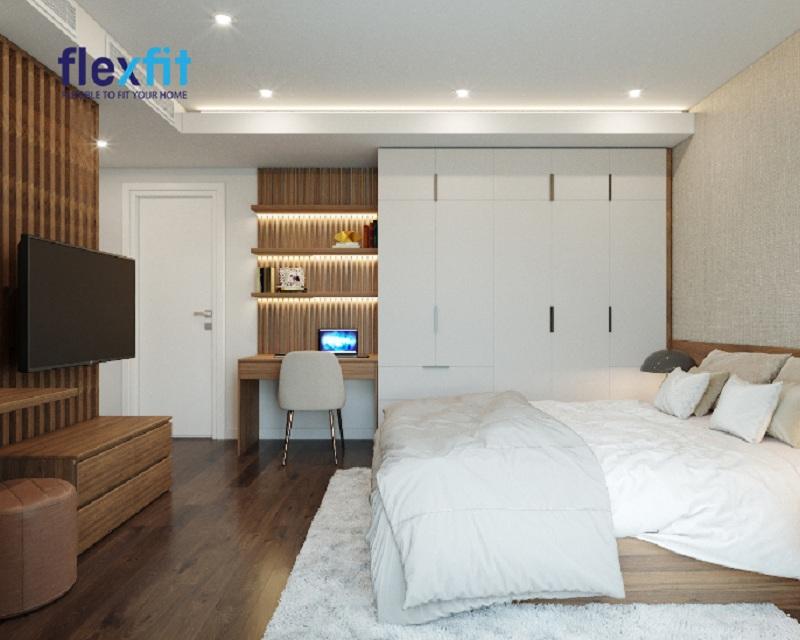 Một mẫu tủ quần áo 5 cánh sở hữu gam màu trắng vô cùng thanh lịch, hiện đại. Tủ được bố trí thêm các ngăn kéo nhỏ giúp người dùng dễ dàng lưu trữ đồ theo phân loại.