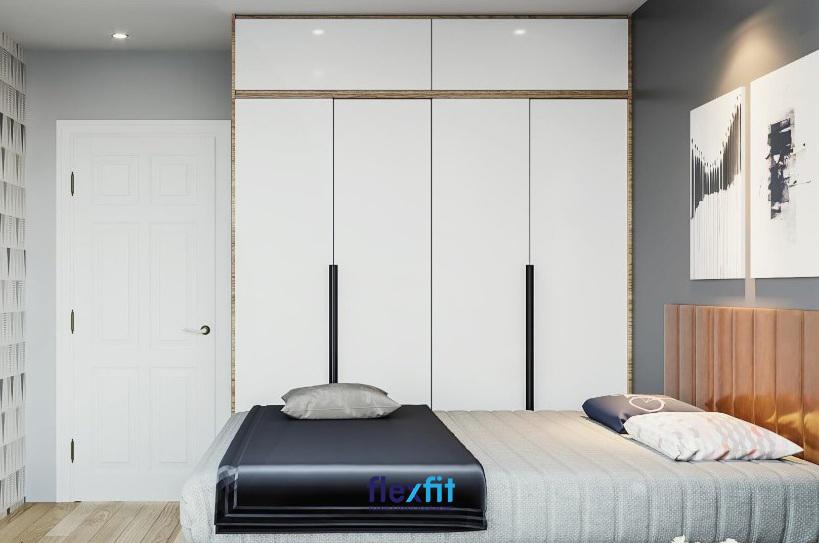Mẫu tủ quần áo Acrylic sở hữu thiết kế kịch trần tăng khả năng lưu trữ. Tay cầm đen nổi bật trên nền tủ trắng là điểm nhấn của mẫu tủ này.