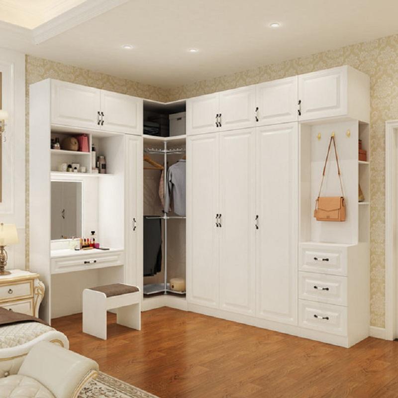 Mẫu tủ quần áo kết hợp bàn trang điểm hình chữ L có thiết kế độc đáo với phần tủ không cánh ở đúng góc chữ L. Bàn trang điểm chiếm một khoảng nhỏ liền mạch tủ quần áo tạo nên sự tiện nghi.