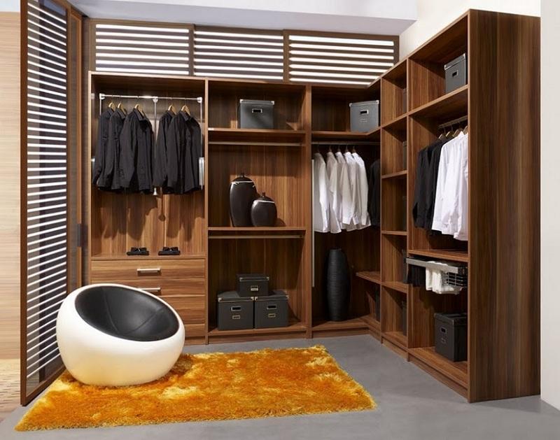 Được thiết kế theo phong cách cổ điển cùng màu gỗ trầm sang trọng, mẫu tủ gỗ không cánh hình chữ L mang lại vẻ đẹp ấm cúng, tiện nghi cho không gian sống.