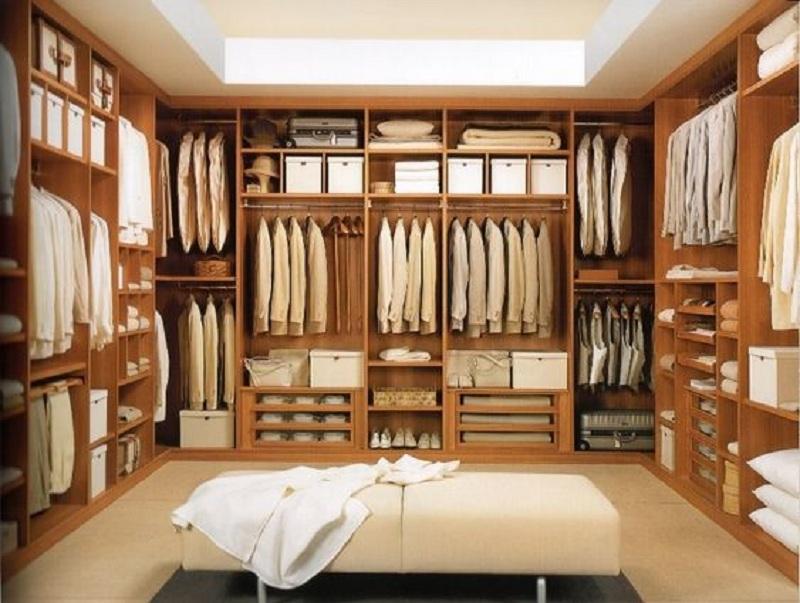 Tủ quần áo không cánh hình chữ U sở hữu màu gỗ sáng ấn tượng cùng các ngăn chứa đồ, ngăn treo đồ lớn là sự lựa chọn lý tưởng cho phòng thay đồ của cả gia đình bạn.