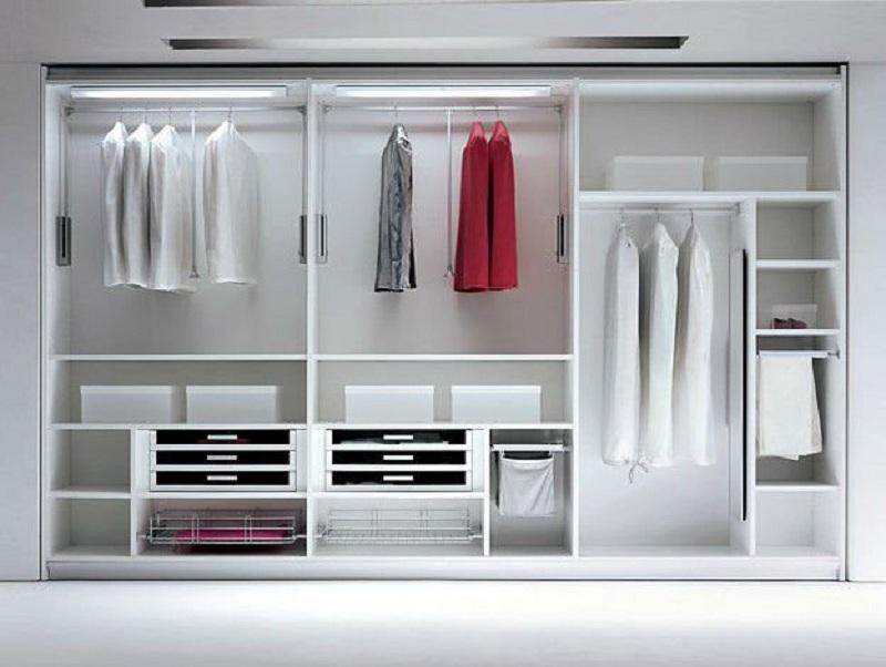 Tủ quần áo không cánh thiết kế thông minh cùng tông trắng tinh khôi, mang đến vẻ đẹp sang trọng cho không gian. Các đồ dùng được đặt để ngăn nắp đúng vị trí của mình, tiện lợi cho bạn sử dụng, cất giữ.