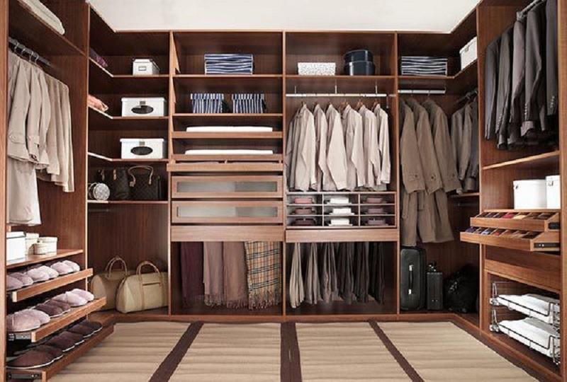 Mẫu tủ quần áo không cánh này sở hữu màu gỗ đậm mang lại vẻ đẹp sang trọng, đẳng cấp cho không gian bày trí. Thiết kế tủ gồm nhiều ngăn chứa được chia một cách khoa học giúp bạn thuận tiện trong việc sử dụng.