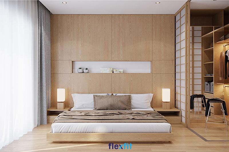 Phòng ngủ diện tích 38m2 có tủ quần áo liền giường thiết kế theo phong cách Á Đông với cửa lùa độc đáo, tạo thành một phòng thay đồ riêng biệt. Chất liệu sử dụng lõi MDF phủ Laminate chống trầy xước, bền đẹp dài lâu, giá thành hợp lý.