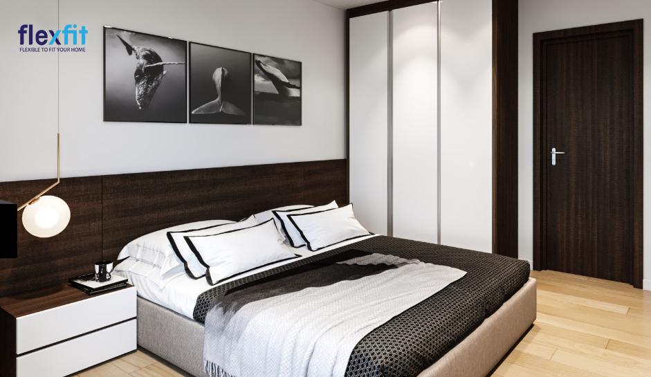 Thiết kế tủ quần áo 2m8 lõi MDF phủ Melamine màu trắng - nâu đen vân gỗ kịch trần, 3 cánh kéo dài giúp đẩy cao không gian, tăng thêm diện tích lưu trữ và hài hòa với tổng thể màu sắc chung của phòng ngủ