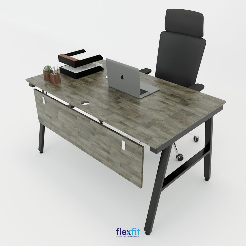 Mẫu bàn làm việc gỗ MDF ấn tượng với chân bàn kiểu chữ A và gam màu gỗ trầm sang trọng.