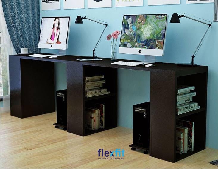 Sở hữu kích thước mặt bàn khá rộng lớn, mẫu bàn làm việc màu đen này chính là sự lựa chọn tuyệt vời cho những không gian có diện tích rộng. Bàn làm việc được chia thành 2 phần bàn riêng biệt, dưới mỗi bàn là 2 hộc chứa đồ vô cùng tiện dụng.