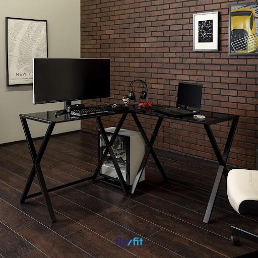 Sở hữu thiết kế cá tính, nổi bật và ấn tượng, mẫu bàn làm việc màu đen này được khá nhiều khách hàng yêu thích, nhất là các bạn trẻ. Chân bàn được thiết kế theo kiểu chữ X độc đáo, kích thước bàn nhỏ gọn dễ dàng trong việc sử dụng và di chuyển.