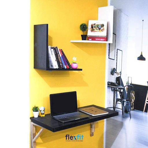 Các phòng diện tích nhỏ đang rất ưa chuộng mẫu bàn làm việc gắn tường màu đen nhỏ gọn này. Phần chân được thiết kế chắc chắn để nâng đỡ mặt bàn cũng như gắn chặt vào phần tường giúp tiết kiệm diện tích một cách tối đa.