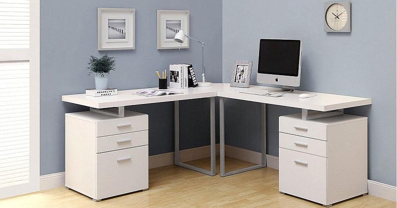 Mẫu bàn làm việc máy tính màu trắng hình chữ L ấn tượng. Thiết kế tủ ngăn kéo hai đầu bàn tiện lợi để bạn lưu trữ giấy tờ, tài liệu, các vật dụng cần thiết.