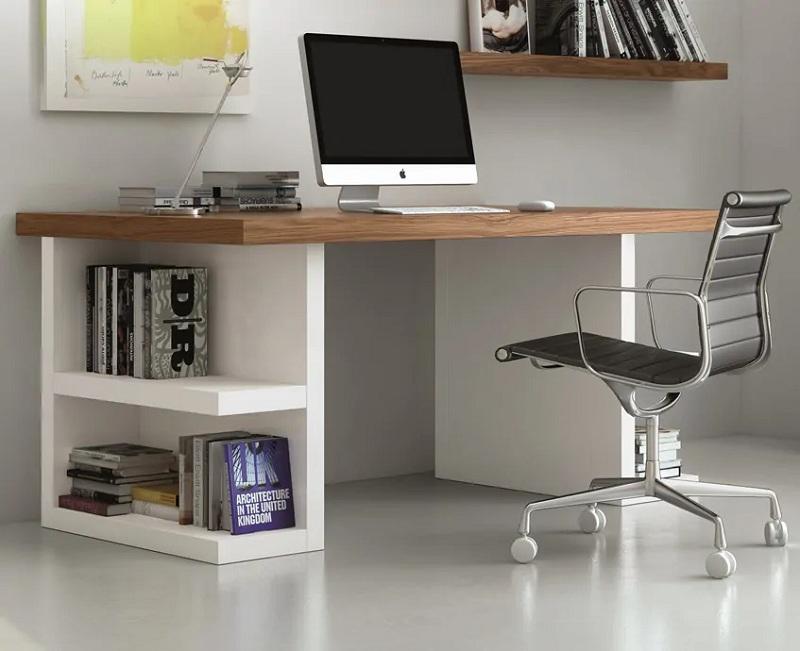 Bàn làm việc hiện đại tận dụng chân bàn làm không gian để sách vừa ấn tượng, vừa tiết kiệm diện tích.