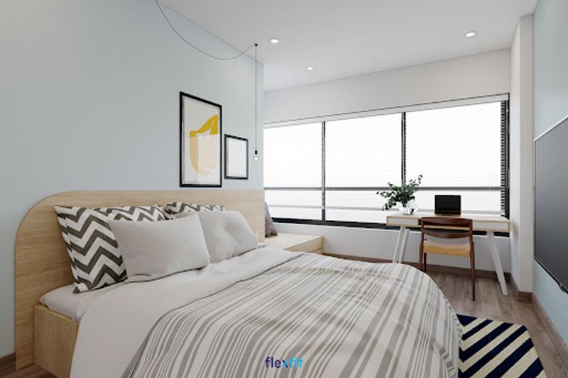 Bàn làm việc (90 x 120cm) tối giản cùng thiết kế giường bệt chuẩn phong cách Nhật ưa chuộng sự đơn giản mà tinh tế, tiện nghi. Bàn có màu trắng phối vân gỗ đồng bộ với màu giường ngủ, sơn tường tạo không gian tươi mới, thoáng đãng.