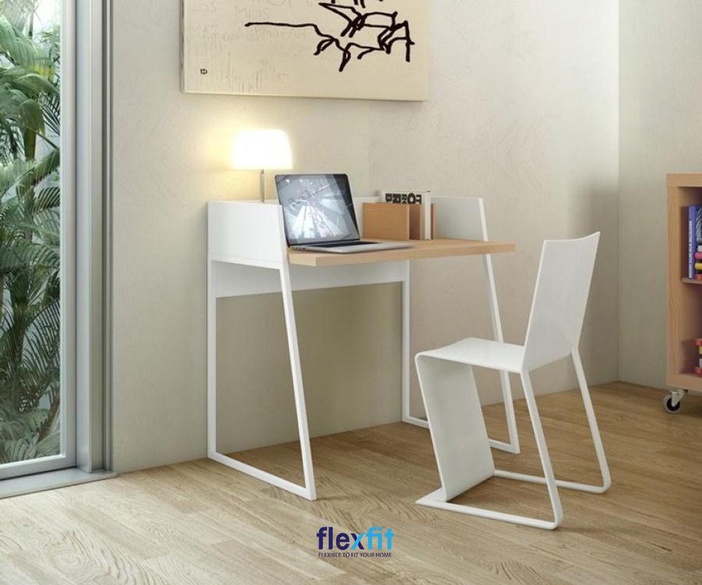 Mẫu bàn mini cơ động giúp bạn dễ dàng di chuyển và sắp xếp vị trí trong căn phòng của mình.