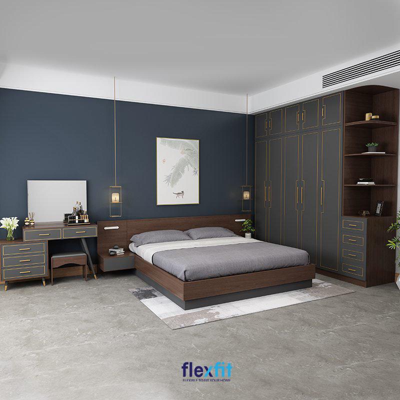 Giường ngủ bệt chắc chắn sở hữu gam màu vân gỗ trầm kết hợp xanh xám đồng điệu với màu sắc của các nội thất trong phòng.