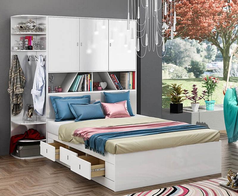 Mẫu giường liền tủ thiết kế đầu giường, kệ trang trí bên cạnh và các ngăn kéo tủ giúp cuộc sống tiện nghi hơn. Chỉ với bộ nội thất thông minh này, bạn không những tiết kiệm được diện tích phòng ngủ mà còn cả thời gian khi cần cất lấy đồ.