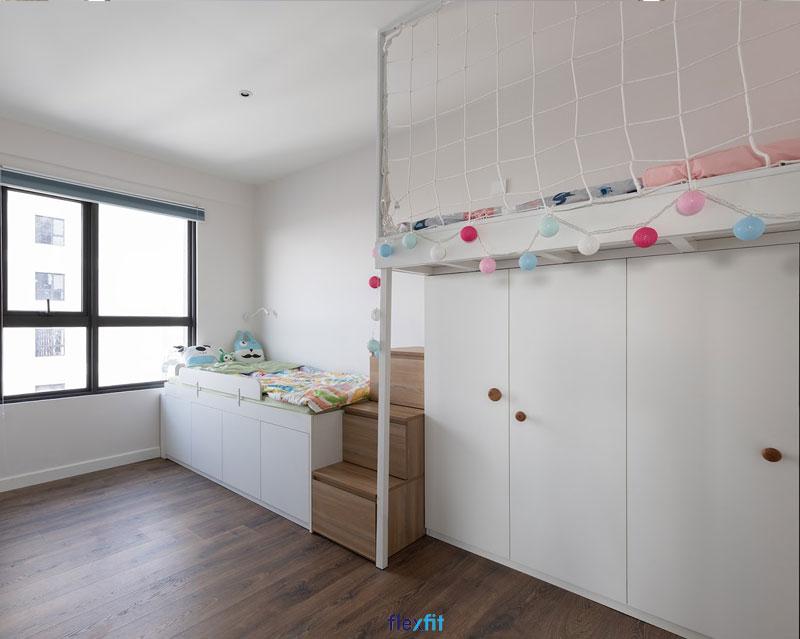 Đây là mẫu giường liền tủ sở hữu thiết kế ấn tượng tạo thành hệ liền mạch với hai tầng có bậc cầu thang lên xuống. Mẫu giường này rất phù hợp với những gia đình có 2 bé.