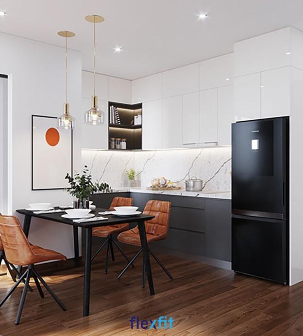 Thêm một mẫu tủ bếp treo tường chữ L được làm từ vật liệu phủ Acrylic tạo vẻ hiện đại, sang trọng cho căn bếp.Tủ có thiết kế kịch trần với nhiều buồng tủ đan xen ô tủ không cánh ấn tượng, giúp bạn lưu trữ các đồ dùng, vật dụng nhà bếp khác nhau theo phân loại.