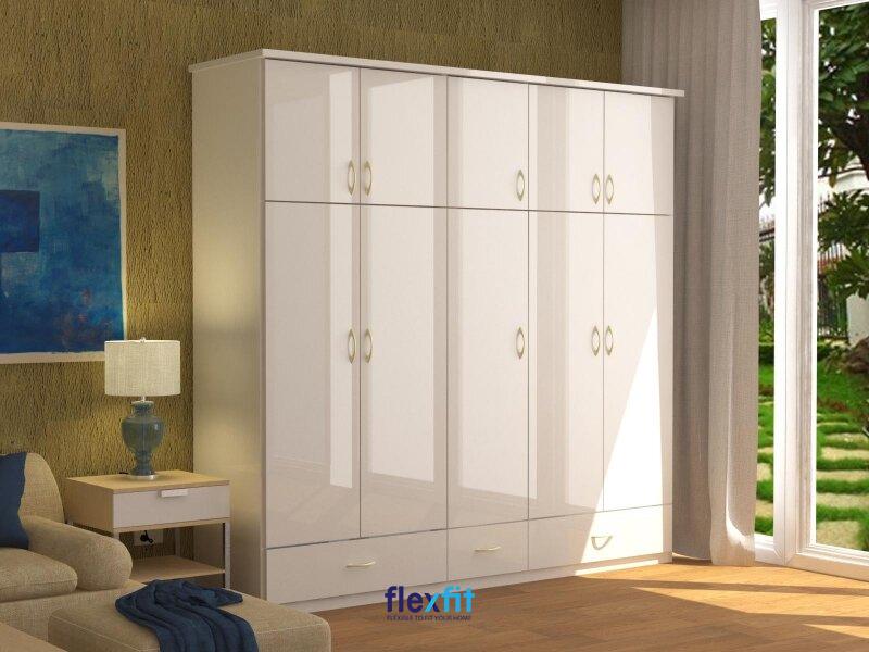 Tủ quần áo 5 buồng lõi MDF có bề mặt phủ lớp Laminate hạn chế bị trầy xước, giúp tủ luôn đẹp như mới.