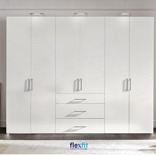 Tủ quần áo 6 cánh 5 buồng phủ một màu trắng không lỗi thời. Các tay cầm nhôm kích thước vừa phải giúp việc sử dụng dễ dàng.